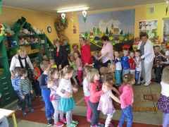 Galeria Seniorzy czytają dzieciom - 19.04.2016