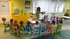 Dzieci słuchają co będą dzisiaj robić